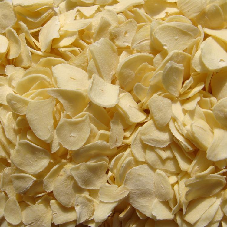 A-dehydrated garlic flakes.jpg