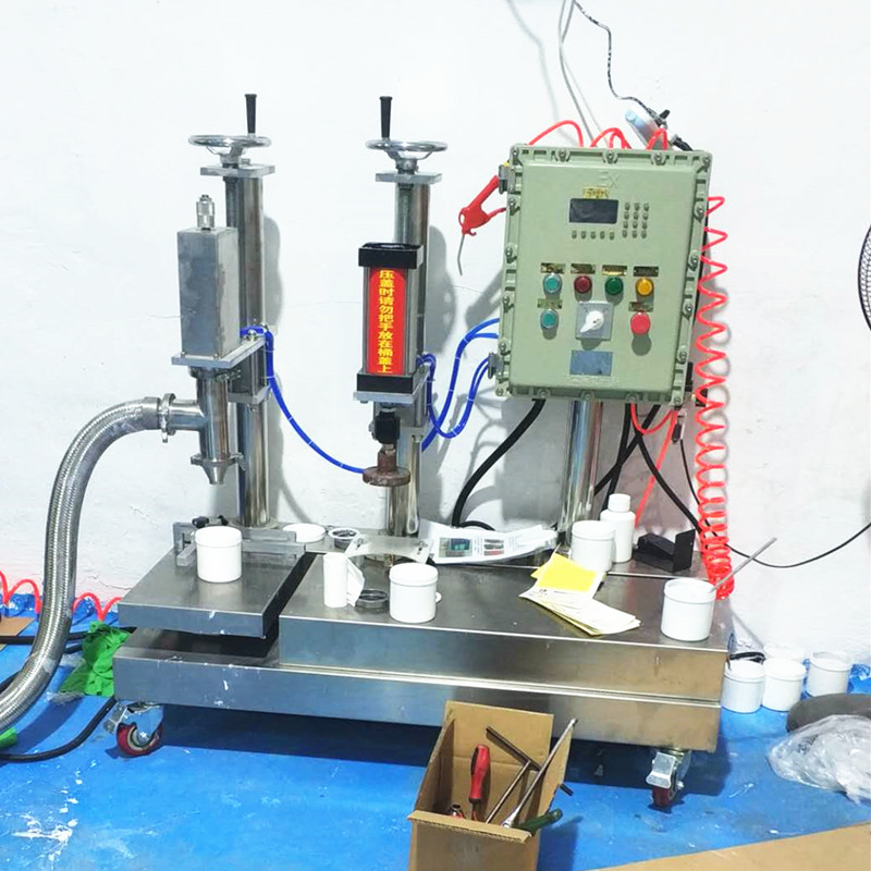 1-5L filling machine.jpg