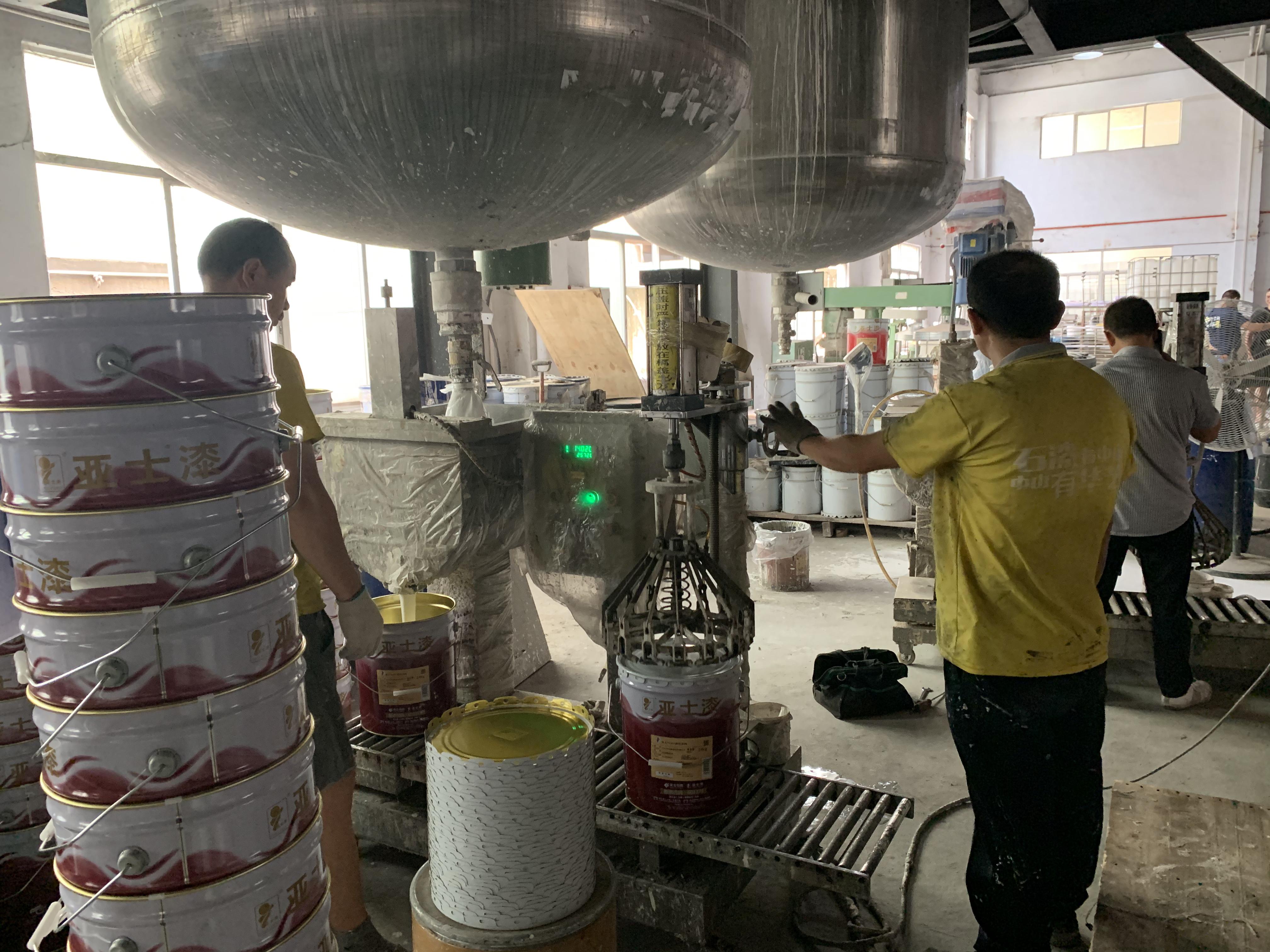 Iron barrels filling machine (1).JPG